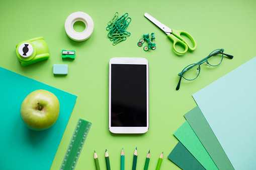 Mobile Phone「School supplies on green background」:スマホ壁紙(7)