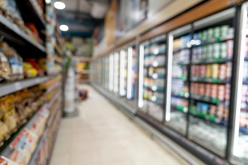 Store「Unfocused shot of aisle at a supermarket」:スマホ壁紙(2)