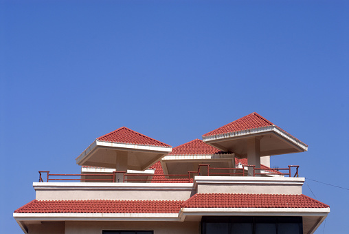Bungalow「Roof of the Bungalow constructed Konkani style Harihareshwar Raigad Maharashtra India Asia」:スマホ壁紙(4)