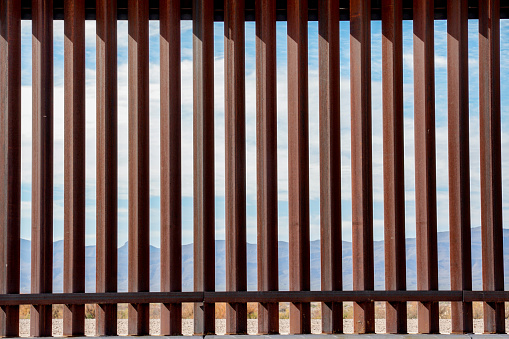 Geographical Border「The Border Wall Along The Texas and Mexico Border」:スマホ壁紙(6)