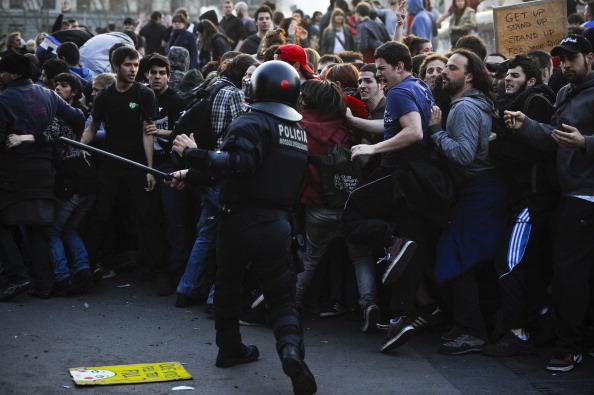 Riot Police「General Strike Hits Spain」:写真・画像(14)[壁紙.com]