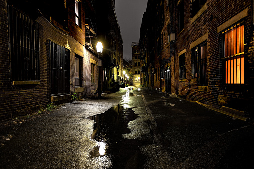 Alley「Long dark urban alley between two old buildings」:スマホ壁紙(6)