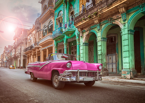 The Past「Vintage classic pink american oldtimer convertible in old town of Havana Cuba」:スマホ壁紙(4)