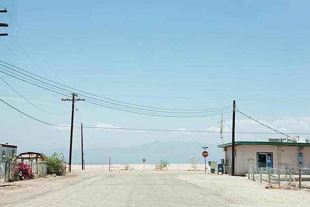 Road with a stop sign:スマホ壁紙(壁紙.com)