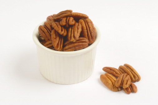 Pecan「Bowl of pecan nuts, against white background, close-up」:スマホ壁紙(0)
