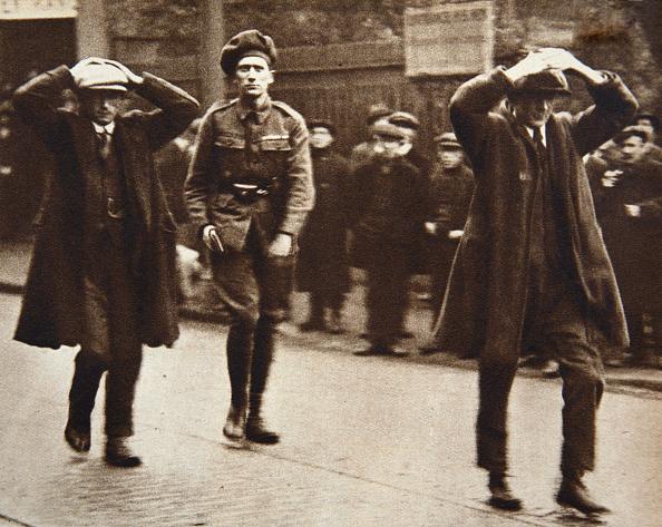 1920-1929「Two Sinn Fein Members Arrested By British Troops Dublin Ireland 1920」:写真・画像(18)[壁紙.com]