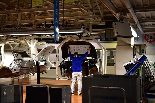 Crisis「Volkswagen Resumes Automobile Production At Wolfsburg Plant During The Coronavirus Crisis」:写真・画像(3)[壁紙.com]
