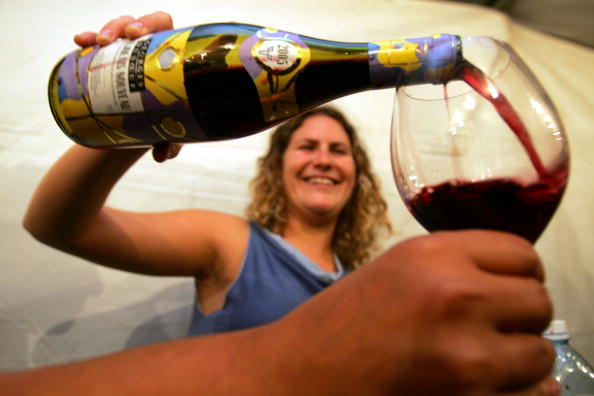 Red Wine「Beaujolais Nouveau 2005 Celebrated In Israel」:写真・画像(3)[壁紙.com]