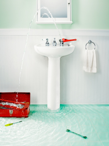 Spraying「Flooded bathroom with plumbing tools」:スマホ壁紙(16)
