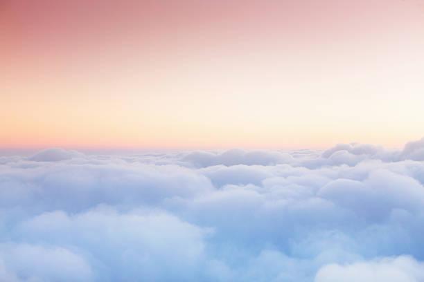 Soft clouds blanket the sky during flight:スマホ壁紙(壁紙.com)