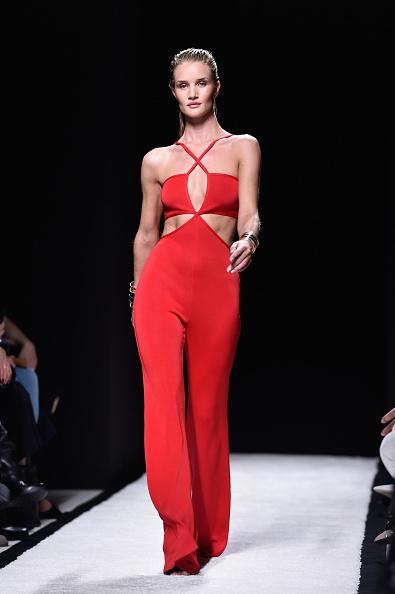 Rosie Huntington-Whiteley「Balmain : Runway - Paris Fashion Week Womenswear Spring/Summer 2015」:写真・画像(0)[壁紙.com]