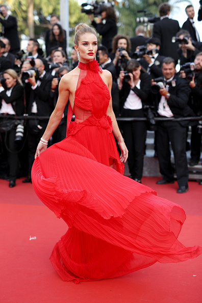 """Rosie Huntington-Whiteley「""""The Unknown Girl (La Fille Inconnue)"""" - Red Carpet Arrivals - The 69th Annual Cannes Film Festival」:写真・画像(0)[壁紙.com]"""