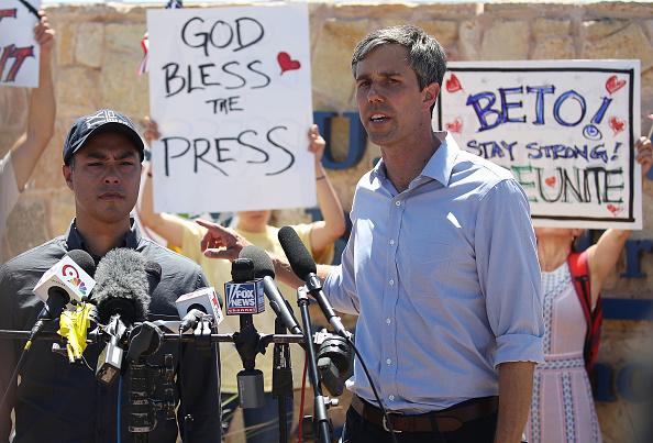 Joe Raedle「Beto O'Rourke Joins Protest Against Trump Zero Tolerance Immigration Policy」:写真・画像(6)[壁紙.com]