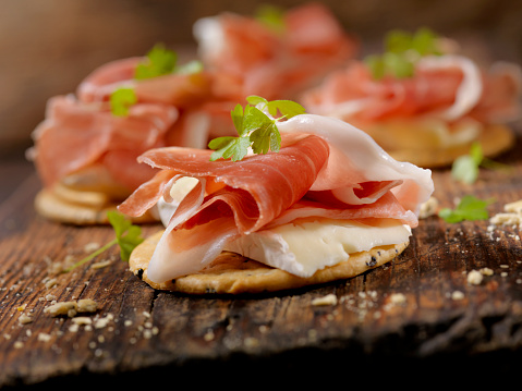 Crunchy「Prosciutto and Brie Crackers」:スマホ壁紙(12)