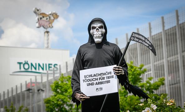 North Rhine Westphalia「Guetersloh Region Shuts Schools As Coronavirus Outbreak Worsens, 7,000 People In Quarantine」:写真・画像(7)[壁紙.com]