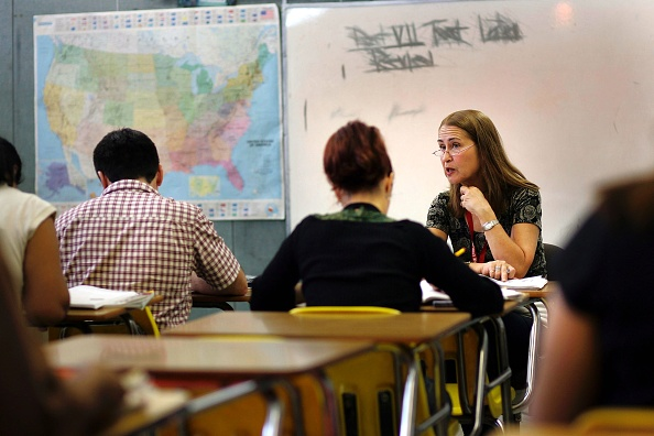 Classroom「Miami Schools Teach Adults English As A Second Language」:写真・画像(17)[壁紙.com]