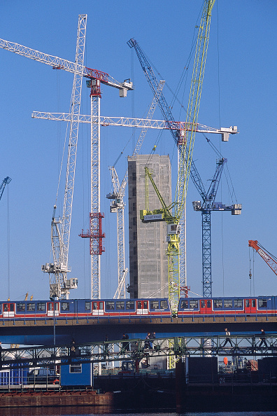 2002「Tower cranes during redevelopment of docklands. London, United Kingdom.」:写真・画像(4)[壁紙.com]