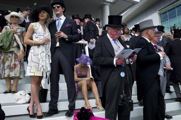 Adult「Society At The Derby」:写真・画像(7)[壁紙.com]