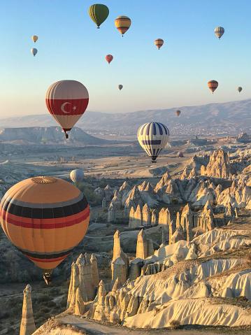 Balloon「Flying over Cappadocia in a hot air balloon」:スマホ壁紙(17)