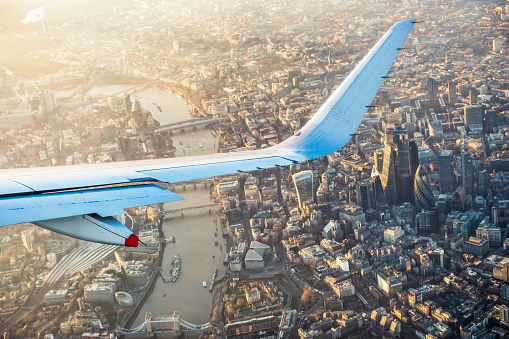 London Bridge - England「Flying over London's city centre」:スマホ壁紙(13)