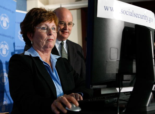 """Michael Astrue「First """"Baby Boomer"""" Files For Social Security Retirement Benefits」:写真・画像(16)[壁紙.com]"""