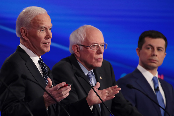 Former「Democratic Presidential Candidates Participate In Presidential Primary Debate In Des Moines, Iowa」:写真・画像(3)[壁紙.com]