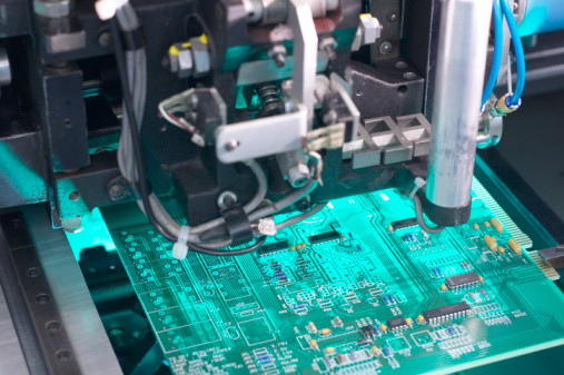 Circuit Board「Machine building a motherboard」:スマホ壁紙(12)