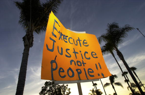 Federal Building「Anti-Death Penealty Activists Protest Second Federal Execution」:写真・画像(2)[壁紙.com]