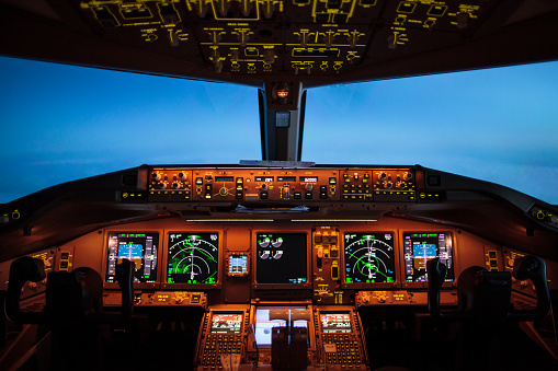 Commercial Airplane「Cockpit overview during the blue hour」:スマホ壁紙(14)
