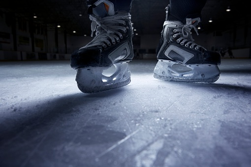 Ice-skating「Hockey Skates on Ice」:スマホ壁紙(9)