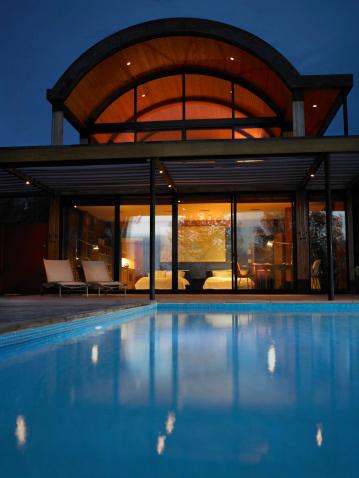 Sedona「Hotel with swimming pool at night」:スマホ壁紙(19)