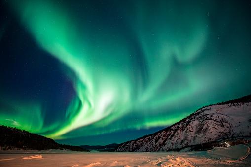 Star - Space「Aurora borealis,Yukon Territory,Canada」:スマホ壁紙(2)