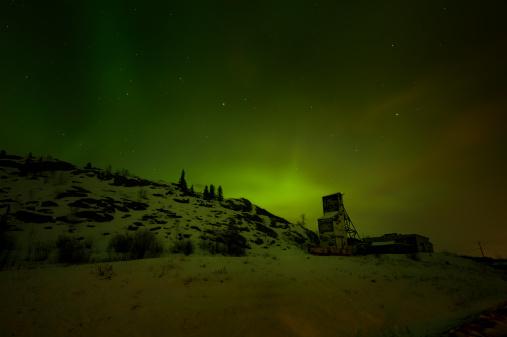 Boreal Forest「Aurora Borealis Over An Arctic Mine, Yellowknife.」:スマホ壁紙(10)