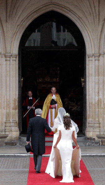 Sarah Burton for Alexander McQueen「Royal Wedding - Wedding Guests And Party Make Their Way To Westminster Abbey」:写真・画像(12)[壁紙.com]