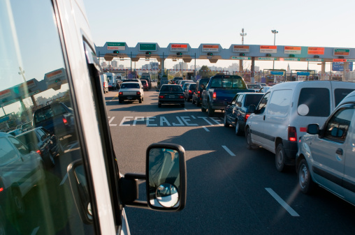Buenos Aires「Traffic slowly moving through a toll plaza」:スマホ壁紙(17)