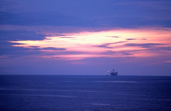 Blank「Oil Rig in the Caspian Sea, Azerbaijan」:写真・画像(0)[壁紙.com]