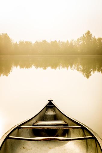 Recreational Boat「Peaceful fishing lake and canoe at sunrise.」:スマホ壁紙(15)