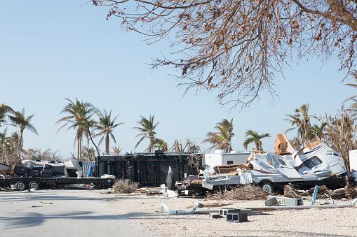 Effort「Trashed trailer park in Big Pine Key after a hurricane」:スマホ壁紙(10)
