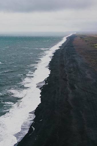 ヴィック「ブラックサンドビーチでヴィック、アイスランド」:スマホ壁紙(13)