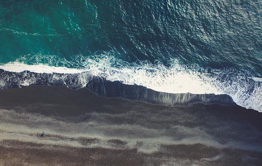 ヴィック「ブラックサンドビーチで、アイスランド」:スマホ壁紙(4)