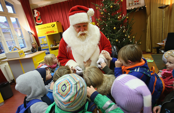 Visit「Santa Claus And His Angels Receive Christmas Mail」:写真・画像(5)[壁紙.com]
