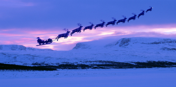 reindeer「Santa Clause and reindeer flying into the sunset」:スマホ壁紙(1)