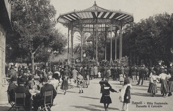 1900「Naples,  Villa Nazionale during a concert」:写真・画像(6)[壁紙.com]