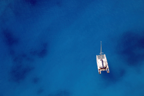 Catamaran「Sailing ship on an ocean of blue」:スマホ壁紙(12)
