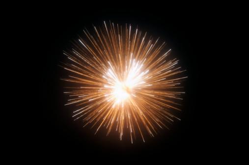 花火「Exploding fireworks against black night sky」:スマホ壁紙(6)