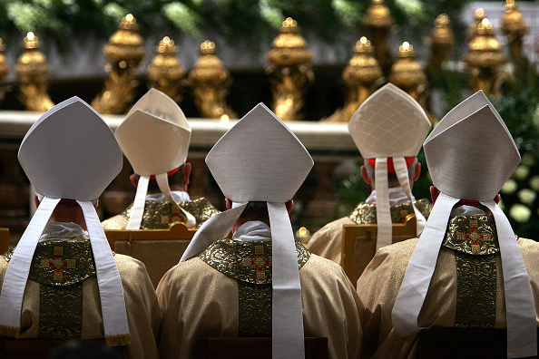 Priest「Mass Of The Lords Supper Celebrated In The Vatican」:写真・画像(2)[壁紙.com]