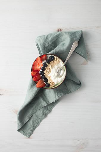 Breakfast「Bowl of yogurt with berries and oatmeal on table」:スマホ壁紙(14)