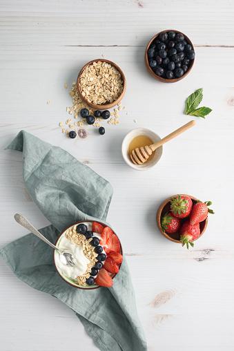 Dessert「Bowl of yogurt with berries and oatmeal on table」:スマホ壁紙(3)