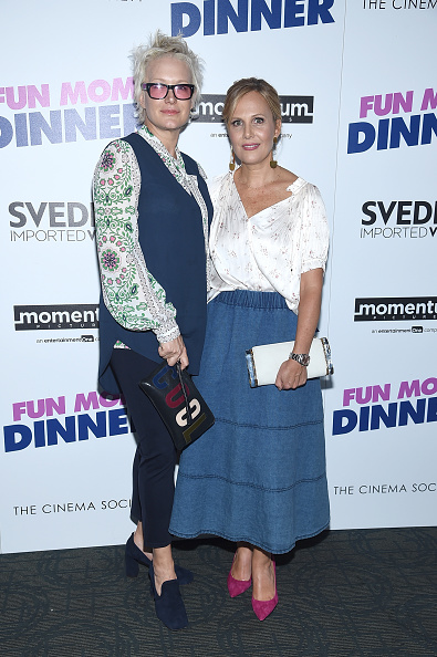 """Clutch Bag「Momentum Pictures With The Cinema Society Host A Screening Of """"Fun Mom Dinner""""- Arrivals」:写真・画像(19)[壁紙.com]"""