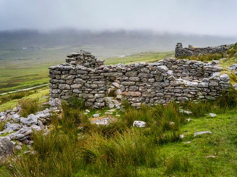 Achill Island「Broken stone wall in a deserted village, Achill Island」:スマホ壁紙(13)
